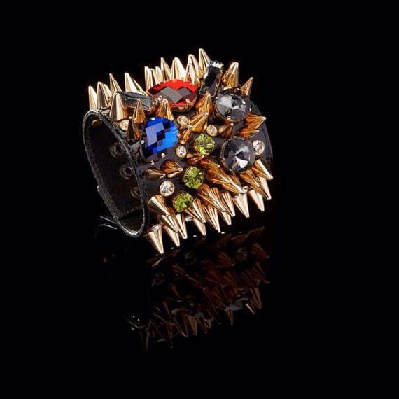 Decadente de cuero tachonado pulseras con púas brazalete