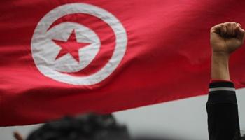 """È il presidente tunisino Moncef Marzouki l'uomo della mediazione. Sta tentando di mettere d'accordo i cosiddetti musulmani """"moderati"""" di Ennahda, i laicosecolaristi della maggioranza e dell'opposizione, la gouche arrabbiata fomentata da Parigi. E i salafiti. Compito non facile per il presidente che si è fatto garante delle istituzioni, essendo espressione laica della maggioranza e avendo patito il carcere sotto il regime di Ben Ali."""