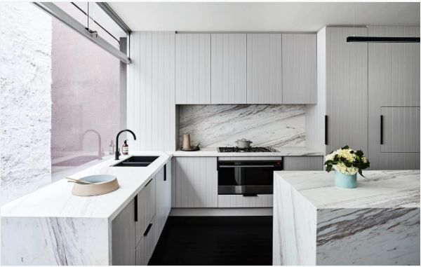 The @fisherpaykelau kitchen. Featuring integrated appliances and a self cleaning oven. Marble: @wk_quantumquartz Cabinets: @verna_kitchen_components Tap: @meiraustralia Sink: @reecebathrooms Handles: @mademeasure Paint on cabinets: @duluxaus dieaskau Accessories: @countryroad Flowers: @katehillflowers Vase: @marmosetfound Stonemason: New Millennium Marble Builder: @robertgilihomes