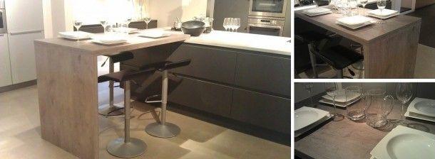 Strakke keuken met houten bar aan aanrecht bevestigd. Door svanloon86