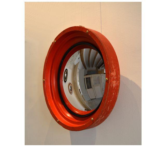 #Espejo #convexo de #AlejandrodelaTorre de 25 cm Ø, realizado con molde industrial de madera. 35x35x11 cm. #convex #mirror #mirall #diseño #design #disseny #barcelona