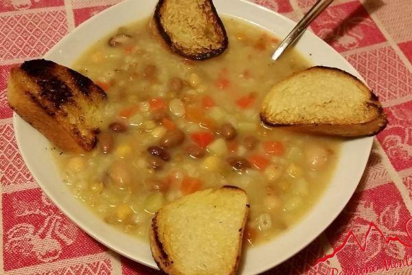 Sana e proteica la Zuppa di Cereali e Legumi è un piatto diffuso ovunque, ideale nelle sere invernali