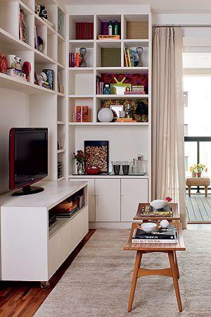 Prefira móveis altos para organizar e armazenar os objetos