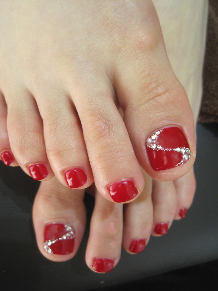 Red pedi with glitter and rhinestone accent nail