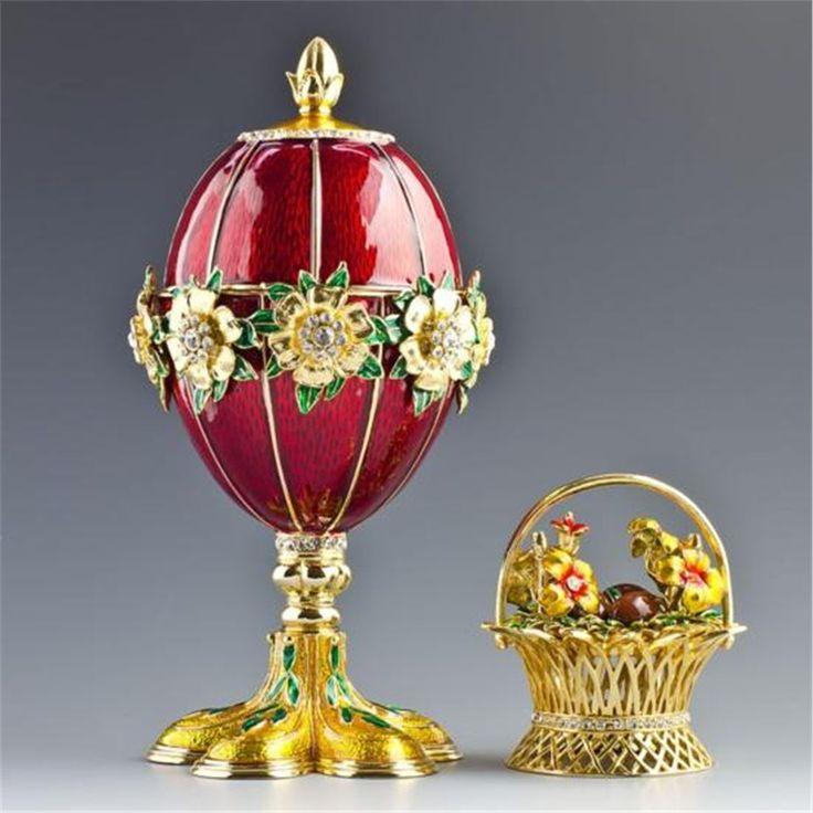 Feliz Páscoa para todos vocês, nossos amigos e parceiros.  Desejamos que o coelhinho da Páscoa traga muitas boas surpresas para todos. Foto: Fabergé Egg & Flower Basket