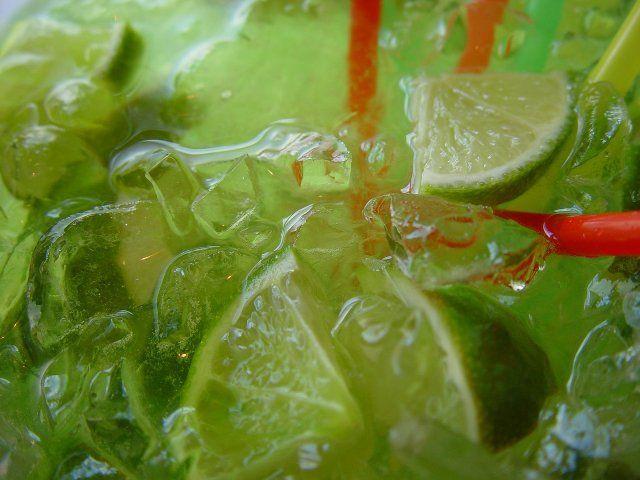 Διαβάστε τη συνταγή για το εθνικό ποτό της Βραζιλίας και πάμε μαζί να φτιάξουμε ένα καταπληκτικό Cocktail, την Caipirinha (Καϊπιρίνια).