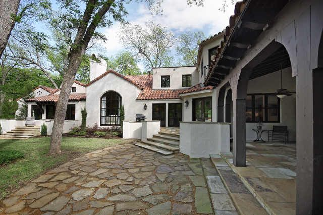 25 best ideas about colonial style homes on pinterest for Mexican ranch style homes