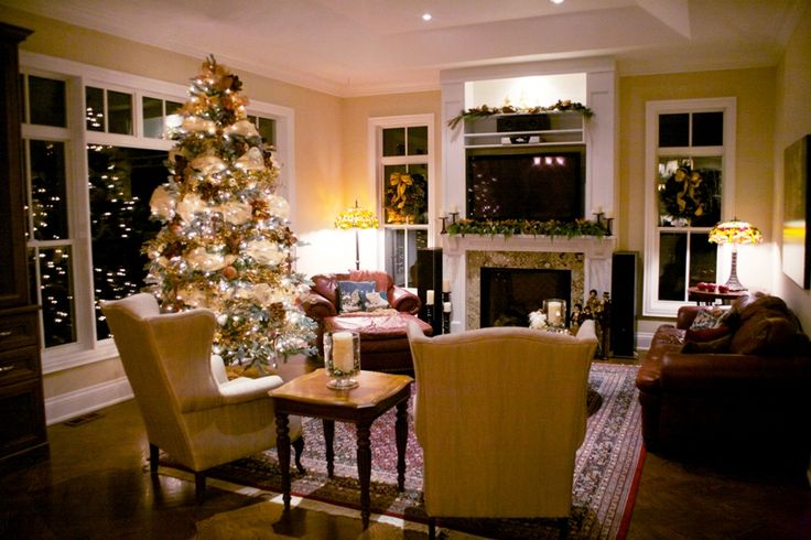 A Markham home beautifully decorated for #Christmas.  Photo by Laura Mills.