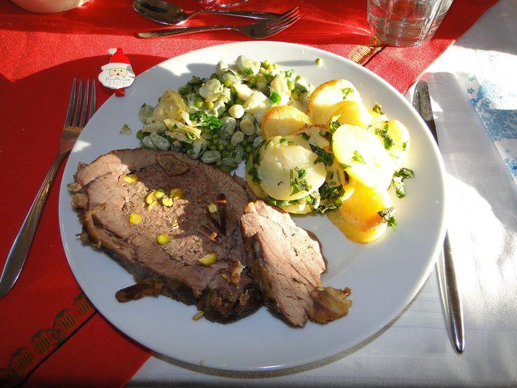gevulde kalfsborst, gebakken aardappelen met verse kruiden, gestoofde groenten uit Bilbao