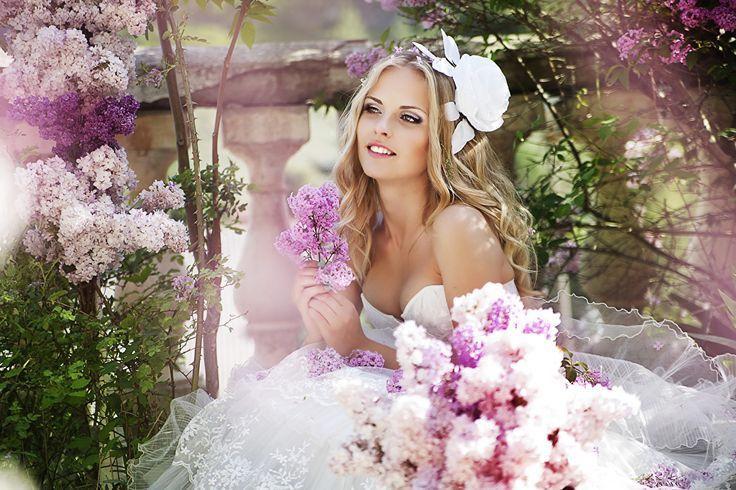 Фото Невеста Блондинка Улыбка Красивые Девушки Сирень