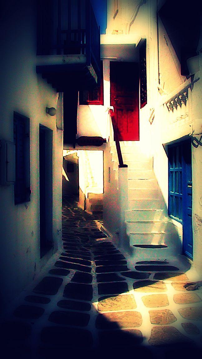 A view of a backstreet (Chora, Mykonos Town)...