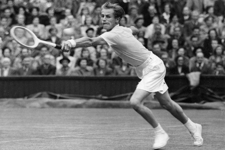 Frank Sedgeman (AUS) playing A. Larson (USA) in the 1950 Wimbledon quarter-finals. - WLTM/Planet News Ltd