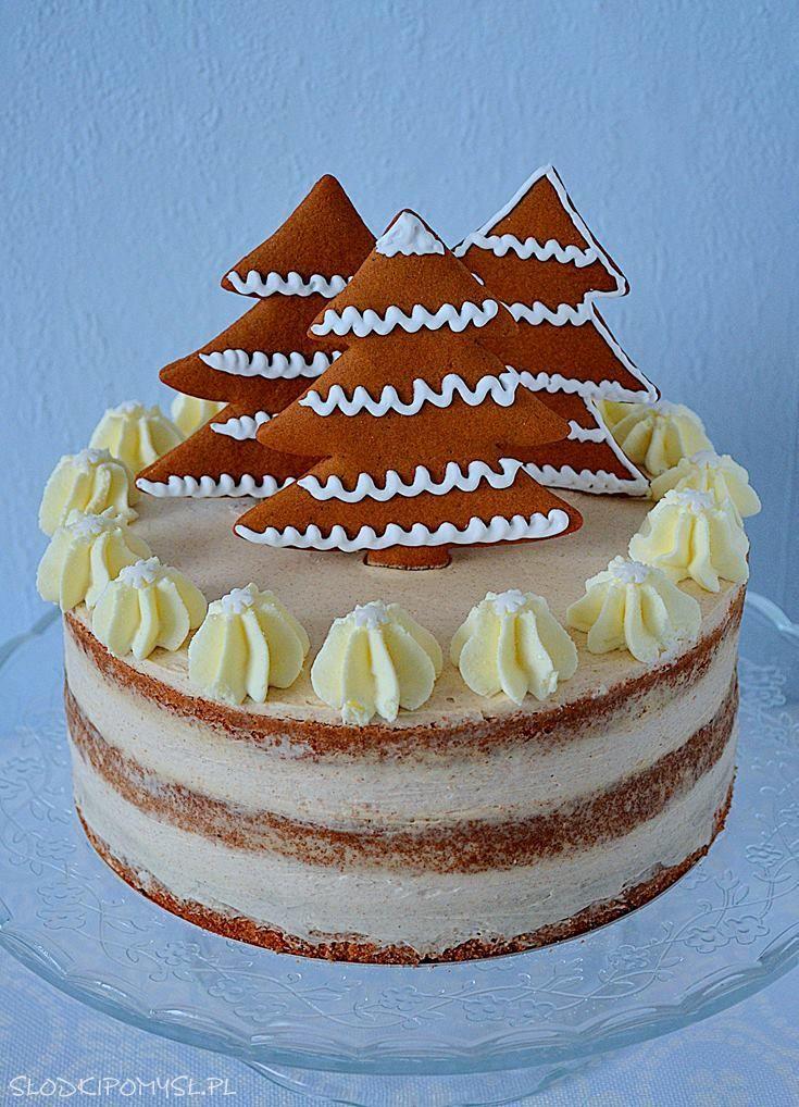 Tort piernikowy z choinkami. Z przepysznym kremem cynamonowym i dodatkiem z pomarańczy. Gingerbread cake with  cinnamon cream.
