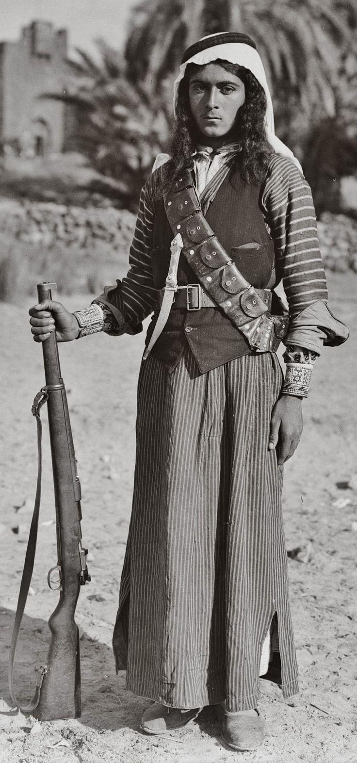 Bedouin warrior - Egypt, early 20th century.