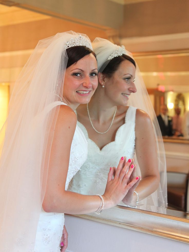Mercure Wedding Photography Bride In Mirror Laughing Stephen Armishaw Photographer Hull Beverley East Yorkshire