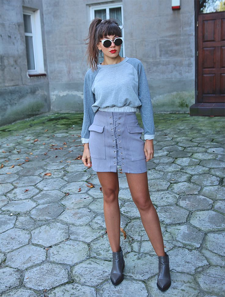 all grey outfit, lace up skirt, sweatshirt and pointy toe ankle boots: http://jointyicroissanty.blogspot.com/2017/09/grey-total-look.html