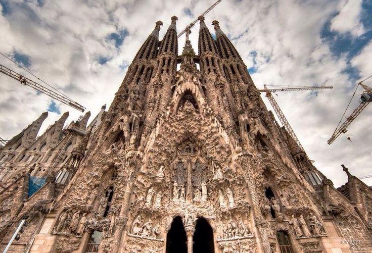 Саграда Фамилиа, А. Гауди, Барселона, Испания. Арх. стиль: модерн, неоготика