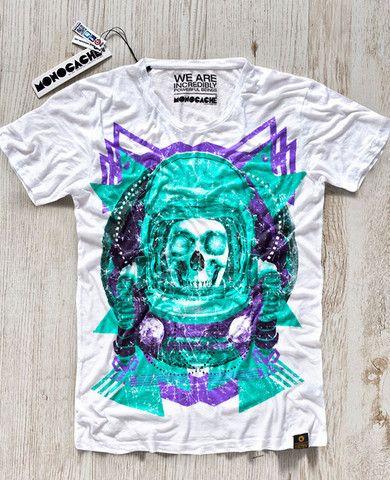 T-shirten 'Komarov' er fra det kvalitetsbevidste brand #Monocache og bærer Berlin's skyline på brystet. #tshirt #skull #space #graphic #tee #aalborg #t