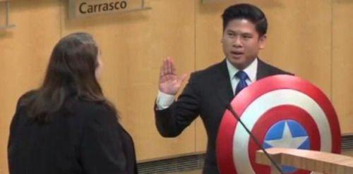 [VÍDEO] Funcionario público juramenta con el escudo de Capitán...