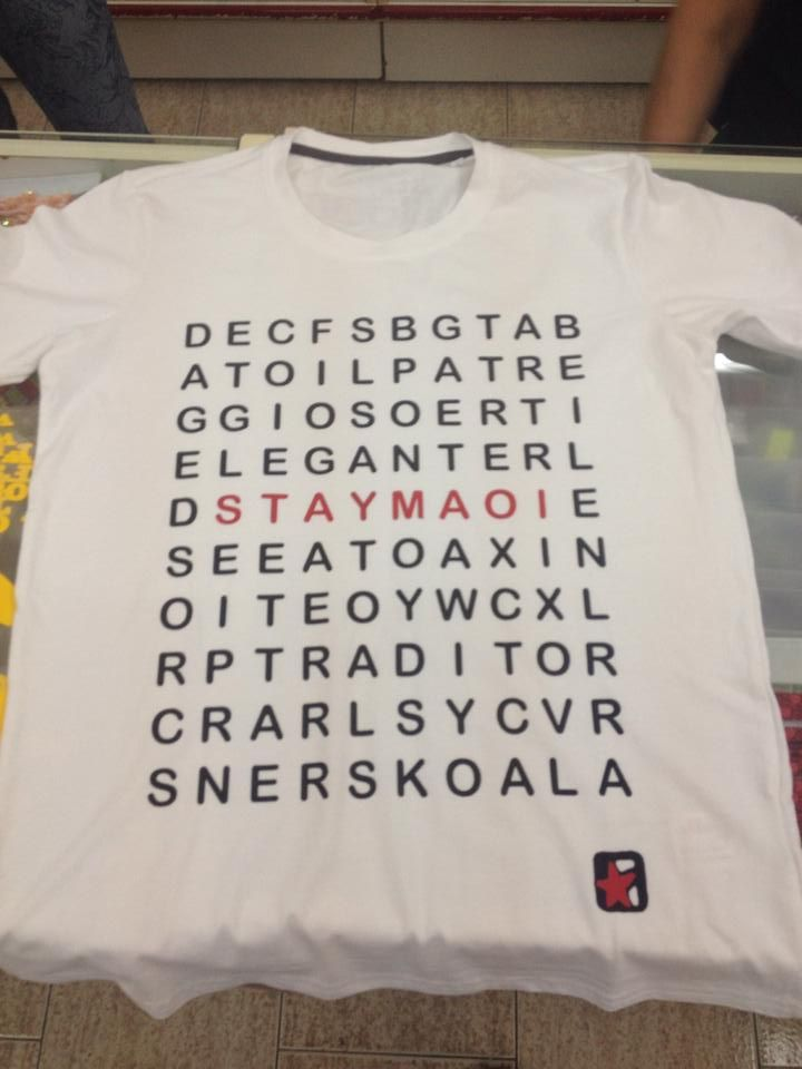 STAYMAOI t-shirt schema caratteri