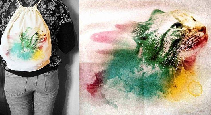 Mochila ecológica de tela crea estampada con colorido y alegre gato, se vende a $ 6.000 pesos en Santiago de Chile