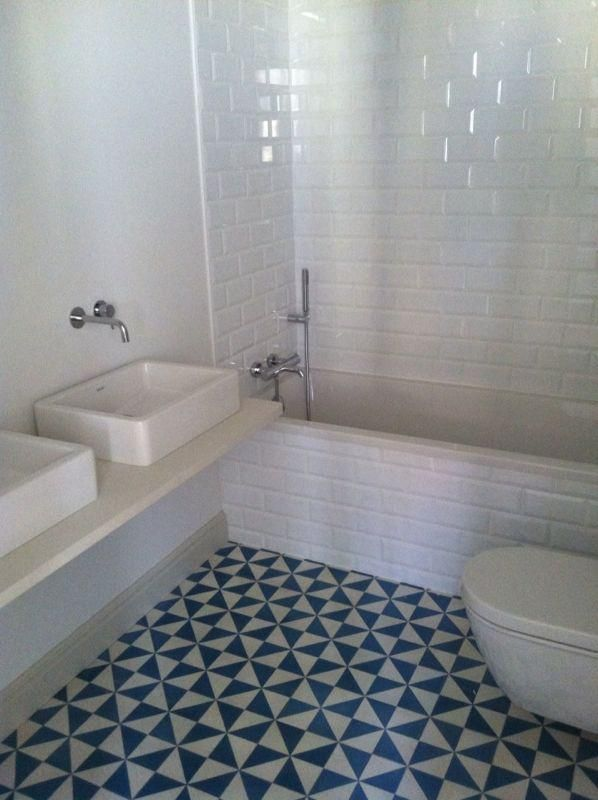 Las 25 mejores ideas sobre cuartos de ba o de azulejos de for Azulejo hidraulico bano