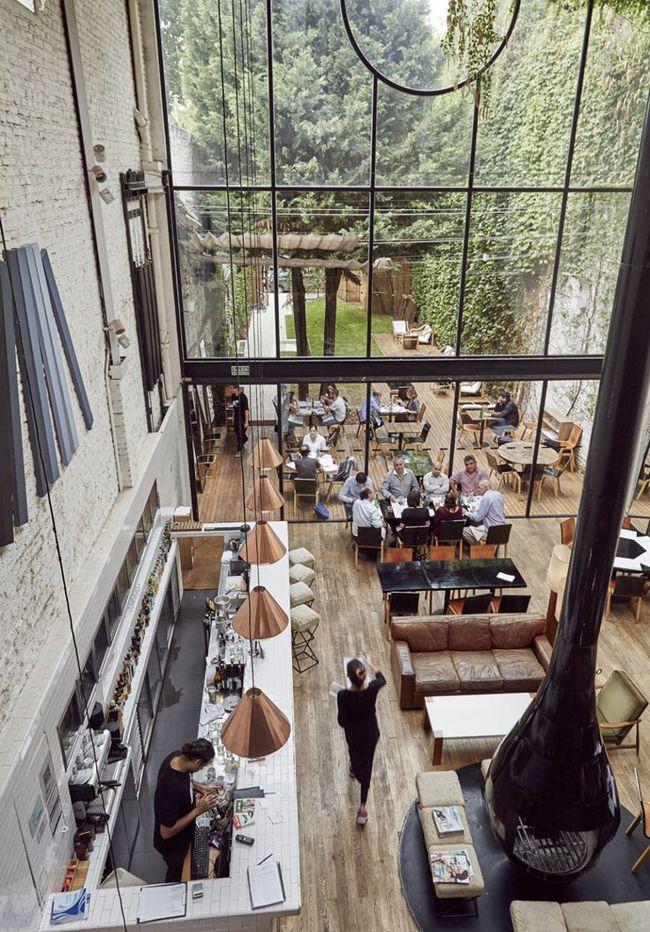 Verrière industrielle #salon #bar #industriel http://www.novoceram.fr/blog/tendances-deco/verriere-style-industriel