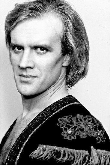 #28nov #1949 #Sajalín nace Alexander Godunov, bailarín ruso