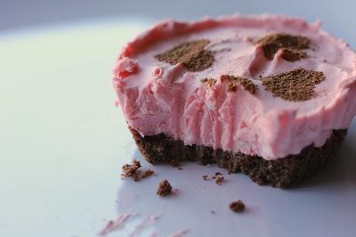 Cookie Jar Treats: No Bake Strawberry Cheesecake