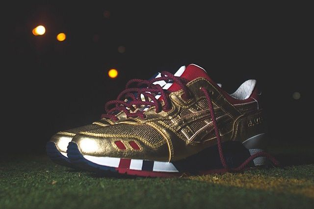 "Image of A First Look at the Ronnie Fieg x Asics Gel Lyte III Kith Football Equipment ""USA"""