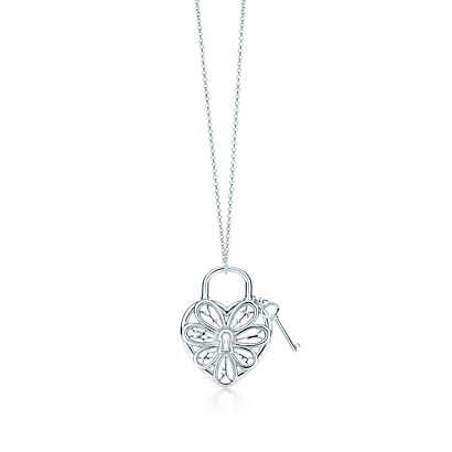 Pendente con chiave Tiffany Filigree Heart in argento, medio. | Tiffany & Co.