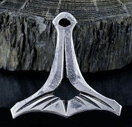 Ivar - młot Thora wykuty w żelazie. Rękodzieło. • Onegdaj