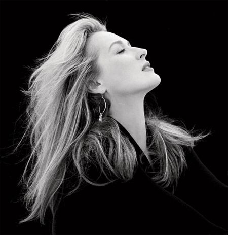 Contrasting shades of black and white shot of the beautiful Meryl Streep.
