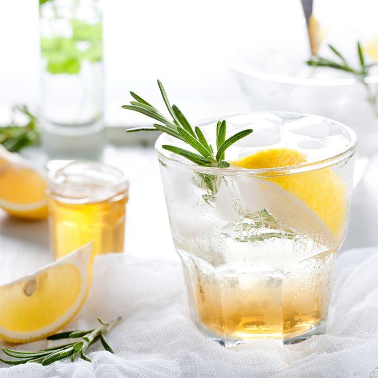 Citroen, rozemarijn en honing limonade