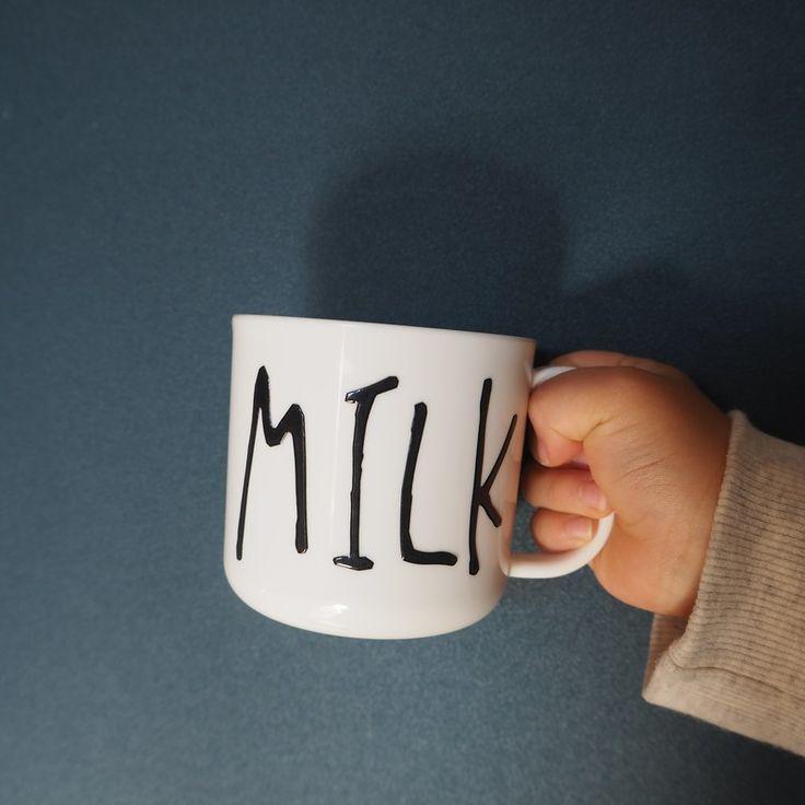 ***セリアの耐熱耐水シールがかわいい!貼るだけで海外デザイナーズのような手書き風マグカップに♪|LIMIA (リミア)