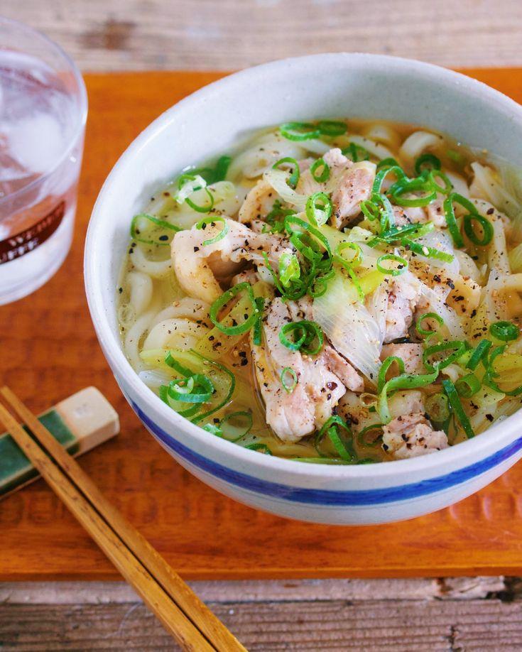 冷凍うどんを使った 10分でできる、即席麺レシピ。 材料を切ってお鍋で煮るだけ。 また、出汁も不要な上 調味料もとっても シンプルなので おうちにあるもので 手軽にできますよー♪