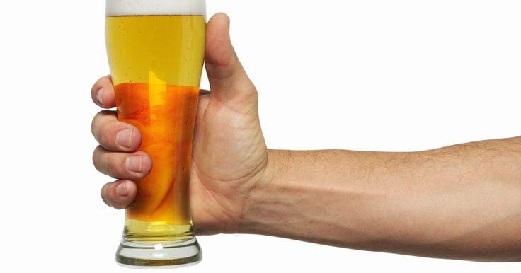 Instruções para fazer um beer bong . Um beer bong é um dispositivo composto de um funil e de tubos usado para beber cerveja. Eles permitem que os usuários bebam várias cervejas ao mesmo tempo e a maioria dos que são projetados para uso por uma única pessoa pode ser construída com menos de R$ 20, utilizando-se de itens adquiridos em qualquer supermercado. Ao beber com responsabilidade ...