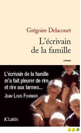 L'écrivain de la famille. Au travers de cette tendre chronique familiale, Grégoire Delacourt aborde un sujet bien compliqué : la construction du Soi.... avec finesse, beauté et humour.