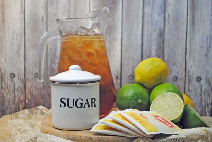 It's time to upgrade the Southern classic iced tea with this recipe for Citrus Sweet Tea from Sparkles of Sunshine.