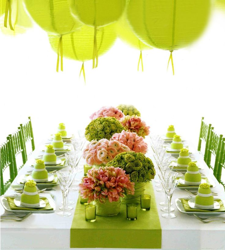 green green the world is green: Tables Sets, Spring Parties, Colors Schemes, Green Parties, Bridal Shower, Parties Ideas, Limes, Tables Decor, Green Wedding