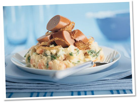Wortel-koolrabi stamppot met rookworst en gefrituurde uien #Tivall #vegetarisch #recept