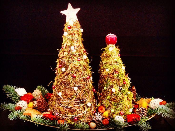 Christmas tree display by Atelier Floristic Aleksandra concept Alexandra Crisan