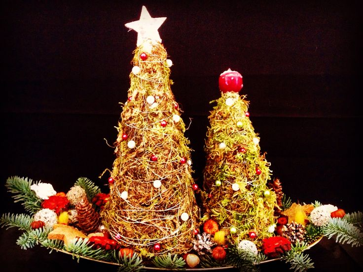 Christmas tree display by Atelier Floristic Aleksandra