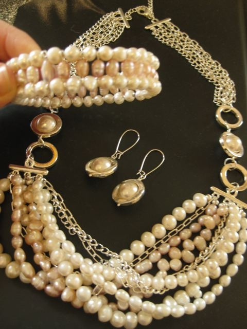 great ideas, not just for wedding, but ideas to incorporate into other pieces.  Necklace seems a bit fussy instead of simply stated