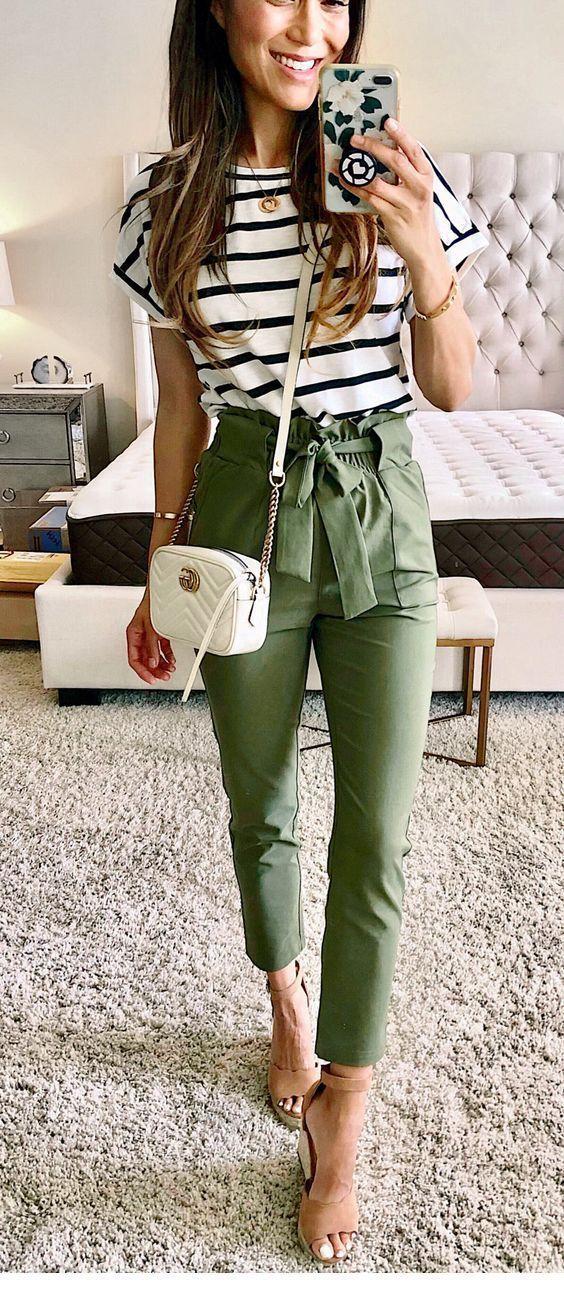 Bedrucktes Top und olivgrüne Hose #Women #Fashion