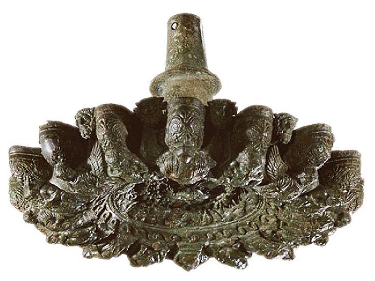 lampadario bronzo : Lampadario in bronzo, con un diametro di 60 cm e un peso di 57 kg ...