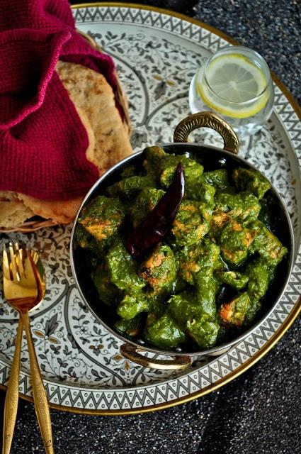 Murg Saagwala / Chicken in Creamy Spinach Gravy | LifeScoops
