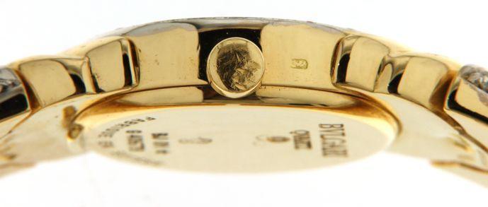 Bulgari Ladies wristwatch - (onze interne #8059)  Prachtige dames Bulgari horloge instellen met diamanten helemaal in 18 kt geel goud.Ref: BJ01n  40678Voorwaarde: Uitstekende voorwaardeMovement: QuartzFuncties: uurCase: 18 kt geel goud met diamanten en 4 blauwe saphires - afmetingen: 198 mm dikte: 5 6mmKiezen: Volledig met diamanten - gouden indicatoren - geen cijfersBandje: gele 18kt goud met diamanten - lengte: 15 cmGewicht: 865 gramVerzekerde en registed verzending: Intex / bpostIncl…
