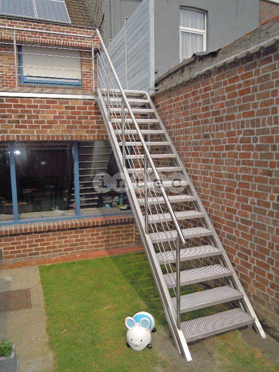 25 beste idee n over buitentrap op pinterest betonnen for Buitentrap met bordes