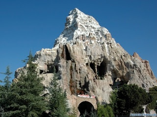 The Best Disneyland Rides to go on at Night!!!